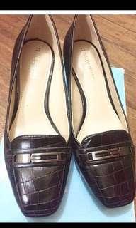 Neutralizer Black Shoes