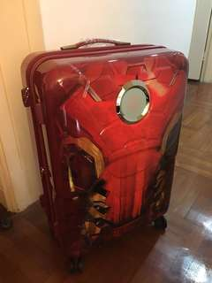 Brand new Samsonite Marvel Signature Spinner 72cm/26inch (Iron Man)