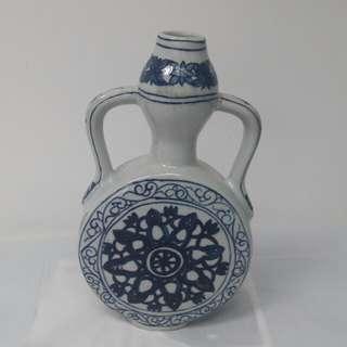 民國青花双耳酒瓶,大明宣德年製欵,高10吋,濶6吋
