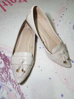 Nude semi pointed flat shoes