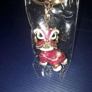 🚚 創意吉祥舞獅合金鑲鑽麒麟鑰匙圈