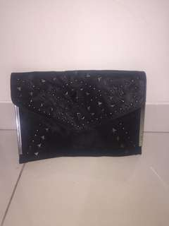 Clutch hitam New look