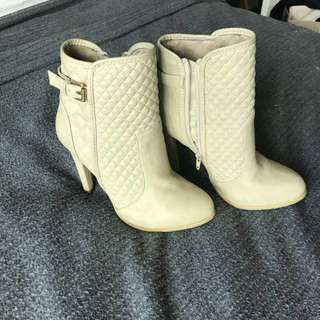 Novo beige healed ankle boots size 36
