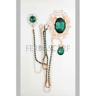 MAJESTIC BROOCH WITH CRYSTAL CHAIN