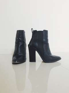 Heeled Ankle Boots (Lipstik shoes)