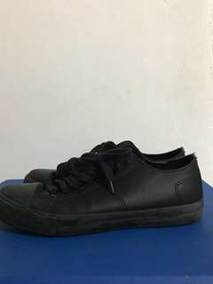 SafeTStep anti-slip sneakers size 9