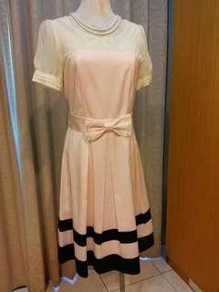 🚚 二手/XING米黃蝴蝶袖+淡粉紅絲質滾黑邊洋裝,附同布料🎀腰帶