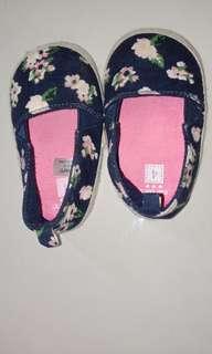 Sepatu  carters size 4