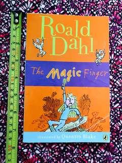 小學生英文故事書Ronald Dahl : the magic finger ,Children story book