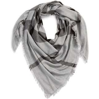 Authentic Burberry Bnwt Classic Scarf
