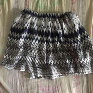 [PRE-LOVED] Flowy skirt