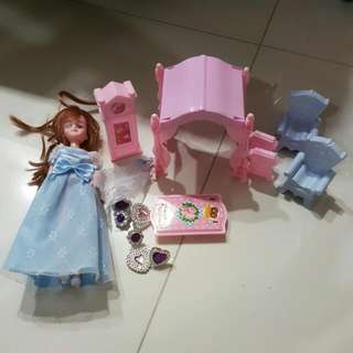 CLERANCE! Excellent condition Princess doll play set with jewelry