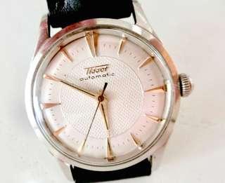 50/60年代 瑞士名牌 天梭撞陀自動Tissot Bumper Automatic Men's Watch 機械男仕腕錶: 罕有100%原裝天梭蜂巢錶面 Rare 100%Original Tissot Dial (Honey Comb)大三針運行,罕有配上亞米加不銹鋼錶殼直徑33mm Omega Stainless Steel Watchcase and Omega Crown 及亞米加霸的,運作中。