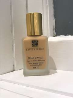 Estēe Lauder Double Wear Foundation- 2W2