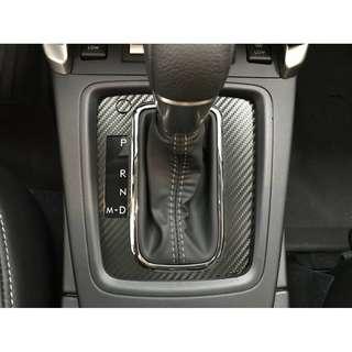 【騰信車體包膜】Subaru Forester 內裝排檔桿飾板3M1080金屬碳纖維包膜
