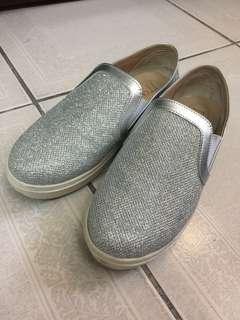 🚚 TT SNAP 銀色亮面布鞋