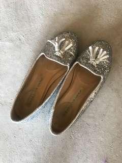 Cute silver flats