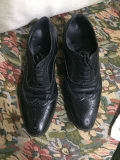 Leather black shoes for men