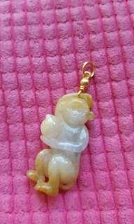玉猴吊咀,18K 金扣,Size: 3.8x1.7cm