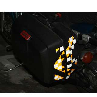 Givi side boxes (2) with mounting brackets still in good conditions Large Size Can put 2 full faced helmets per box