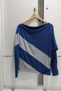 Sweater biru navy