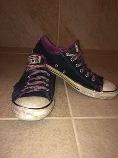 All star converses well worn