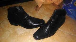 sepatu formal bahan kulit sintetis