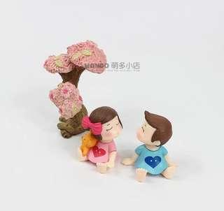 Terrarium Figurine: Kissing Couple