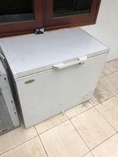 Denpoo Freezer Beku only 205LT (RUSAK)