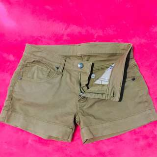 UNIQLO Shorts in army green