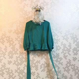 Green Top - butang belakang 🌸 Condition : 9/10 (can fit XS/S size)  Price : RM 20.00 DM for more details 🖤