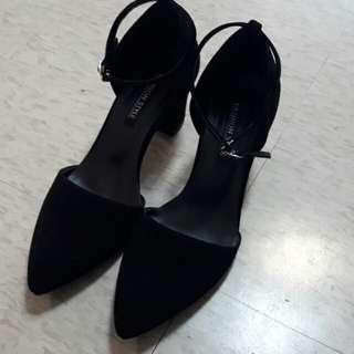 🚚 黑絨尖頭高跟鞋