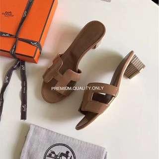 Hermes Oran Oasis Sandal- brown