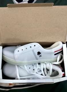 Sneakers/sepatu kets france kumis
