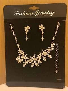 頸鍊耳環套裝 Necklace & Earrings set- perfect for photo taking婚照用