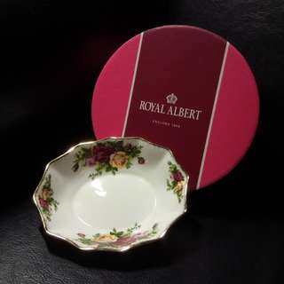 Vintage Royal Albert Old Country Roses Oval Sweet Meat Dish. Brand new, never used