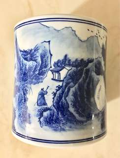 Hand painted blue & white scenery porcelain pen / brush holder