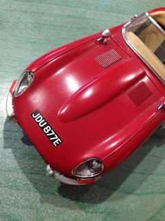 """A """"jAGUAR E"""" 1961 by Burago' ( made in Italy )"""