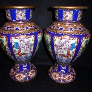 早期景泰藍銅胎琺瑯彩精品蝴蝶花卉對瓶