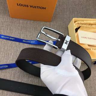 LouisVuitton  LV initiales 進口十字紋咖啡色針扣腰帶