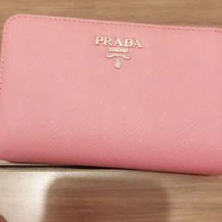 99% new 100% real Prada 銀包