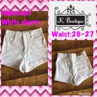 Trendy white highwaist shorts