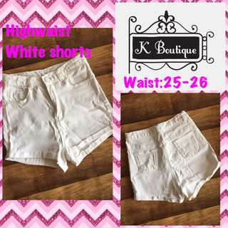 Trendy white highwaist shorts