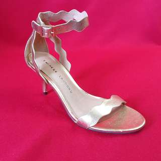 Chinese Laundry gold high heels 6.5