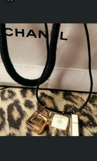 全新 Chanel Q版飾物皮頸繩(特別版)