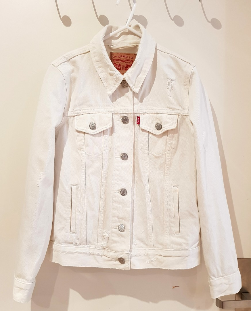 Levis White Denim Jacket Women S Fashion Clothes On Carousell