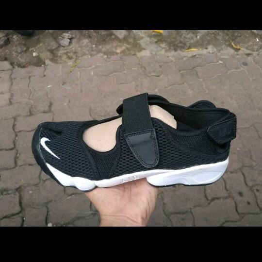 985fd18b0380 Nike Air Rift Ninja Man s Sneakers