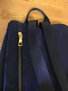 🚚 休閒深藍後背包