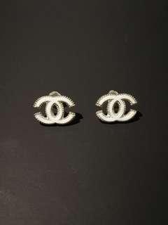 Chanel 白色銀耳環