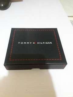 靚款Tommy Hilfiger真皮銀包👍正品9成新。